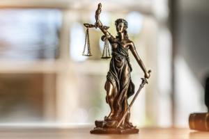 Zu Beginn des Verfahrens soll der Beschuldigte den Anhörungsbogen ausfüllen.