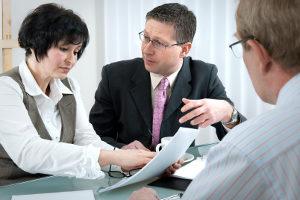 Ihr Bußgeldbescheid ist fehlerhaft? Ein Anwalt kann Ihnen weiterhelfen.