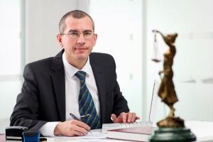 Haben Sie den Bußgeldbescheid nicht bekommen, hilft häufig nur noch ein Anwalt.