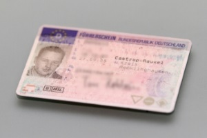 Entzug der Fahrerlaubnis: 8 Punkte führen zur endgültigen Abgabe des Führerscheins.