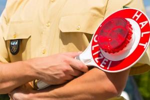 Beim Fahrverbot den Führerschein abgeben: Wo ist dies möglich? Zum Beispiel bei der Polizei.