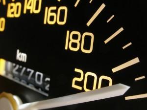Die Geschwindigkeitsüberschreitung gefährdert die Verkehrssicherheit.