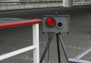 Die Geschwindigkeitsüberschreitung wird durch Blitzer dokumentiert.