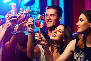 Junge Leute haben in der regel mehr Anlässe für Alkoholkonsum - Kontrolliertes Trinken für die MPU wird daher erher bewilligt