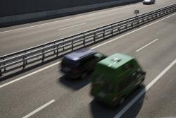 Eine Nötigung im Straßenverkehr kann zum Beispiel bei einem Überholmanöver vorliegen.