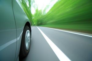Eine Ordnungswidrigkeit begehen Sie, wenn Sie z. B. zu schnell fahren.