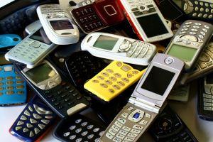 Beim Telefonieren am Steuer können Punkte folgen.