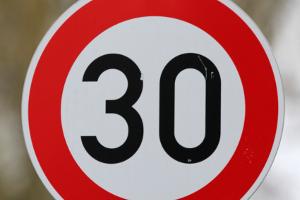 Eines der Zeichen für die Tempo-30-Zone.