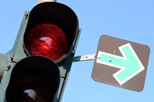 Die grundsätzlichen Vorfahrtsregeln werden durch die Ampel aufgehoben.