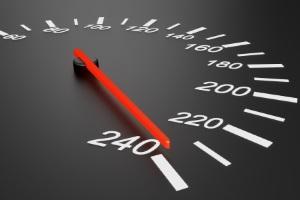 Zeugnisverweigerungsrecht: Bei einer Geschwindigkeitsüberschreitung kann die Aussage verweigert werden.